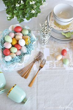 Tips for how to set an Easy Spring Table Setting!  Delineate Your Dwelling