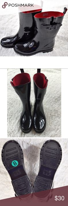 """BRAND NEW Black Rain Boots Super cute black rain boots🔸Brand new-never worn🔸Red interior🔸10"""" tall🔸Size 8🔸One of the inside stickers was removed as shown in picture, but they were never worn🔸There is a tiny scuff on the inside left toe.  You can hardly see it (pictured)🔸Smoke and pet free home Capelli of New York Shoes Winter & Rain Boots"""