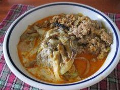 Kínai kel darált hússal, pirított hagymával rakottan: kínai kel, darálthús, zsír, hagyma, fokhagyma, só, bors, pirospaprika, köménymag