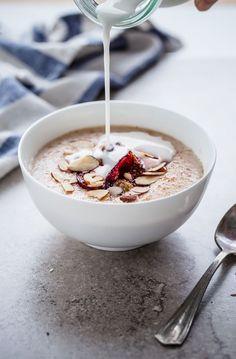 Broken Farro Porridge with Coconut Milk, Almonds, and Roasted Plums. Cream porridge made from farro grains! A delicious twist on classic oatmeal. Savory Breakfast, Breakfast Bowls, Healthy Breakfast Recipes, Breakfast Porridge, Overnight Oats, Yummy Food, Tasty, Granola, Food To Make