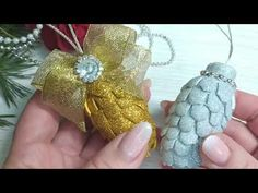 Felt Christmas, Christmas Crafts, Christmas Ornaments, Dyi Crafts, Holiday Decor, Flowers, Bee House, Christmas Decor, Christmas Balls