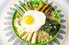 A low FODMAP Bibimbap nourishing bowl recipe inspired by the Korean cuisine. Includes mixed rice, crispy tofu, veggies and a sunny side up egg. Fodmap Diet Plan, Low Fodmap, Fodmap Recipes, Paleo Recipes, Potato Recipes, Lunch Recipes, Yummy Recipes, Healthy Potatoes, Fast Metabolism Diet