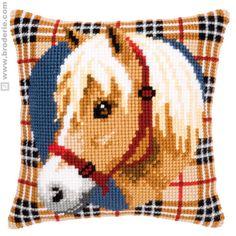 Cuscino Punto Croce Cuscino da ricamare cavallo su fondo tartan Vervaco VE.0144836 - La Casa del Canovaccio e del Ricamo