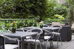 Zum Grünen Glas: Im Sommer lädt die lauschige Innenhoftersasse zum Businesslunch oder gemütlichen Nachtessen unter freiem Himmel.