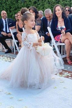 Yesbabyonline offers lovely flower girl dresses & baby flower girl dresses in all styles and colors. Visit and shop you desired Princess Jewel Long Sleeves Sweep Train Lace Tulle Flower Girl Dresses with Bowknot now. Coral Flower Girl Dresses, Flower Girl Dresses Country, Tulle Flower Girl, Girls Dresses, Baby Dresses, Baby Flower, Girls Princess Dresses, Long Dresses, Formal Dresses