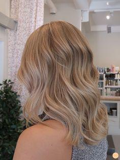 Honey Blonde Hair Color, Blonde Hair Looks, Ombré Hair, Blonde Hair With Highlights, Brown Blonde Hair, Hair Color Balayage, Blonde Color, Hair Updo, 80s Hair