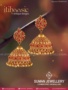 Embrace the sanctitude of tradition! Itihaasic Antique Designs at Suman jewellery Gold Jhumka Earrings, Jewelry Design Earrings, Gold Earrings Designs, Jhumka Designs, Diy Earrings, Necklace Designs, Gold Bangles Design, Gold Jewellery Design, Gold Jewelry Simple