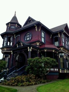 Maybe not a beautiful room but wow... this is definitely a beautiful house in my books! Witches of East End?