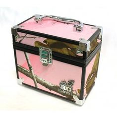 Realtree Girl® Camo Caboodles I have it comes with key and lock ; Country Girl Style, Country Girls, My Style, Country Outfits, Country Life, Country Decor, Pink Mossy Oak, Mossy Oak Camo, Camo Guns