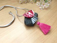 Collar Largo con Colgante y fleco, Janis Rojo de Garre Design. Drop Earrings, Etsy, Jewelry, Design, Fashion, Long Pendant Necklace, Satin Ribbons, Earrings, Pendants