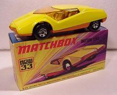 """Datsun 126X Matchbox Superfast, comienza a comercializarse en 1973. Realizados a la escala 1:64 se vendía en cajas del tipo """"I""""."""