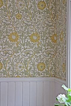 New ideas floral wallpaper bathroom william morris William Morris Wallpaper, Morris Wallpapers, William Morris Tapet, Bathroom Wallpaper, Home Wallpaper, Cottage Wallpaper, Red Wallpaper, Epoxy Floor Basement, Wall Treatments