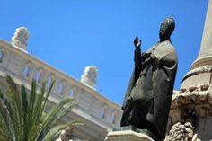 La statua eretta al Papa vivente per nomina ricevuta