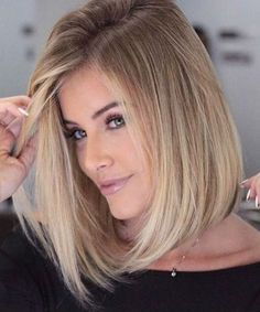21 Lob Haircuts to Look Like Jennifer Aniston - Coiffure Sites Haircuts For Medium Hair, Short Bob Hairstyles, Hairstyles Haircuts, Trendy Hairstyles, Medium Hair Styles, Short Hair Styles, Straight Bob Haircut, Short Straight Hair, Short Hair Cuts