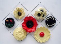 VINTAGE CELLULOID REALISTIC FLOWER BUTTONS