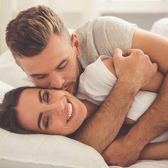 """Ein kühler, trüber Tag ist genau richtig, um den Liebsten an sich zu drücken, zu kuscheln und zu knuddeln. Wie ihr gekonnt schmust, zeigt das """"Kuschelsutra""""."""