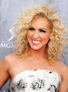 Kimberly Schlapman of Little Big Town has the most gorgeous hair! I think it would look really good with my curly hair.