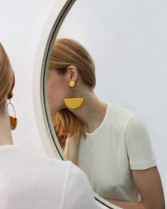 Statement earrings styled and photographed reflected in round mirror Jewelry Accessories, Fashion Accessories, Jewelry Design, Fashion Jewelry, Clay Earrings, Clay Jewelry, Jewlery, Gold Earrings, Jewelry Photography