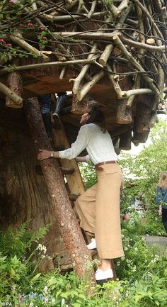 Middleton at Royal Chelsea Flower Show She joined schoolchildren on the tree house.She joined schoolchildren on the tree house.