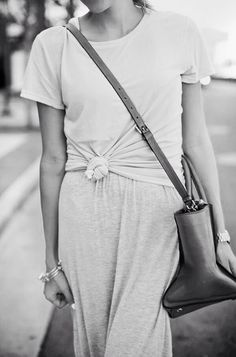 CASUAL OUTFIT: Styled/Knotted T-Shirt + Casual Gym-Style Pants + Cross-Body Bag…