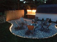 Do you want to know how to build a DIY outdoor fire pit plans to warm your autumn and make s'mores? Find 57 inspiring design ideas in this article. Diy Fire Pit, Fire Pit Backyard, Backyard Patio, Backyard Landscaping, Landscaping Ideas, Patio Bar, Deck With Fire Pit, Desert Backyard, Rustic Backyard