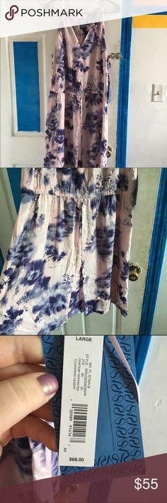 Vera Wang dress Cute little dress from Vera Wang. Very light and summery. Never worn. Vera Wang Dresses