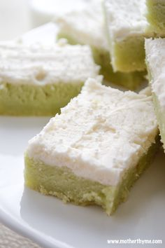 An easy recipe for soft Pistachio Sugar Cookie Bars topped with a creamy Buttercream Frosting. -- THESE ARE GOOD (ls) Pistachio Dessert, Pistachio Recipes, Pistachio Cookies, Just Desserts, Delicious Desserts, Pistacia Vera, Yummy Treats, Sweet Treats, Gastronomia