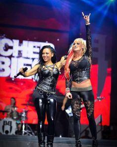 Carla Harvey and Heidi Shepherd of the Butcher Babies ❤️ Heavy Metal Mode, Heavy Metal Fashion, Heavy Metal Girl, Butcher Babies, Rocker Girl, Rocker Chick, Guitar Girl, Ladies Of Metal, Groove Metal
