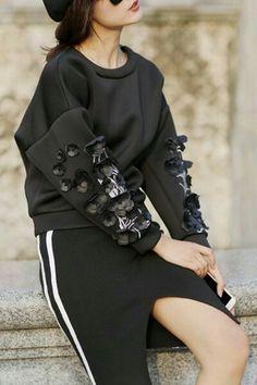 Applique Flower Round Collar Long Sleeves Sweatshirt - so cool Sport Fashion, Diy Fashion, Korean Fashion, Fashion Outfits, Womens Fashion, Fashion Design, Fashion Trends, Sport Chic, Diy Sweatshirt