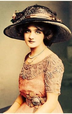 Lily Elsie~~ a lovely Edwardian beauty & actress. My Eva Faye from Love Finds Its Way Lily Elsie~~ a lovely Edwardian beauty & actress. My Eva Faye from Love Finds Its Way Lily Elsie, Victorian Women, Edwardian Era, Edwardian Fashion, Vintage Fashion, Fashion 1920s, Victorian Hats, Fashion Top, Trendy Fashion