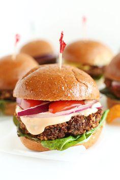 Minihamburguesas vegetarianas de 7 ingredientes | 23 Comidas increíblemente sencillas que cualquiera puede hacer