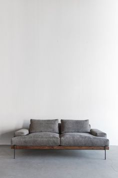 Tips That Help You Get The Best Leather Sofa Deal. Leather sofas and leather couch sets are available in a diversity of colors and styles. A leather couch is the ideal way to improve a space's design and th Sofa Furniture, Living Room Furniture, Modern Furniture, Furniture Design, Furniture Stores, Antique Furniture, House Furniture, Modern Couch, Repurposed Furniture
