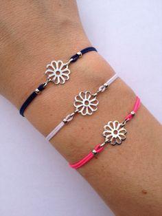 Flower Charm Bracelet with nylon cord and adjustable by IzouBijoux Cute Jewelry, Beaded Jewelry, Handmade Jewelry, Unique Jewelry, Handmade Gifts, Dainty Bracelets, Macrame Bracelets, Japanese Ornaments, Cement Jewelry