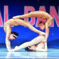 acro 3person pose  trapeze acro  aerial magic