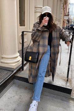 15 Chic Ways to Wear the Athleisure Trend Outfitting Ideas Winter Outfits Athleisure chic Ideas Outfitting trend Ways Wear Winter Fashion Outfits, Look Fashion, Daily Fashion, Autumn Winter Fashion, Spring Outfits, Winter Coat Outfits, Autumn Style, Spring Fashion, Fashion Dresses