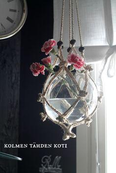 Kolmen Tähden Koti: Erilainen kukka-amppeli