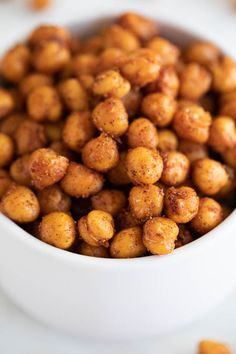 Roasted chickpeas, the perfect snack or appetizer that's also full of protein. They are savory and crunchy, so easy to make and ready in only 5 minutes! Dog Food Recipes, Vegan Recipes, Snack Recipes, Oven Roasted Butternut Squash, Oven Roasted Chickpeas, Plant Based Snacks, Snacks Saludables, Vegetarian, Recipes