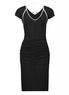 Gedrapeerde zwarte jurk met speelse halter   Claudia Sträter