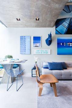 No apartamento Alvorada predominam os tons de azul e cinza. Essas paletas formam a segunda linha-mestra de orientação do projeto.