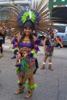 Trajes De Danzantes Aztecas | trajes para danza azteca y hueseras y copilis Mexican Gods, Mexican Style, Native American Women, Native American Indians, Aztec Religion, Aztec Costume, Carnival Outfit Carribean, Beautiful Mexican Women, Mexican Artwork