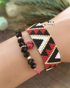 New star earrings model 💛⭐️ 🌟 Design & photo📸 👉🏻Dm miyuki Bead Loom Bracelets, Beaded Bracelet Patterns, Beaded Earrings, Seed Bead Jewelry, Fine Jewelry, Jewelry Trends, Jewelry Accessories, Tapete Floral, Fashion Bracelets