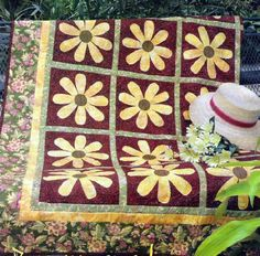 Free Brown Eyed Susan Quilt Pattern via www.freequiltpatterns.info.    #quilting #freequiltpattern