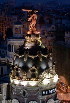 Metrópolis por la noche, Madrid