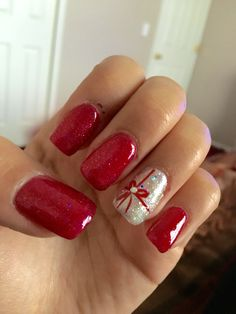 Cute nails, Christmas nails, acrylic, gel, shilac, red, silver, sparkly, glitter, ringer finger design, bow, rhinestone