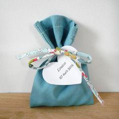 Sachet à dragées - sur commande - mariage - baptême - pochon - ballotin - entièrement personnalisable - tissu coton bleu-gris et cordon liberty