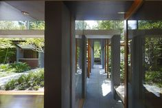 Garden House by Peter Stutchbury (2007) plays on roofs, open pavilions and covered walkways.