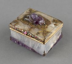 Snuffbox with recumbent pug. Mid. 18thc. Gold, amethyst, rubies and diamonds. The Royal Collection of Her Majesty the Queen Elizabeth II.