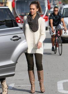 look: Jessica Alba con botas altas