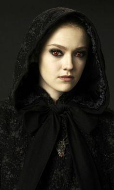 "Jane ""Dakota Fanning"" The Twilight Saga: New Moon Edward Cullen, Bella Et Edward, Vampire Twilight, Twilight New Moon, Twilight Movie, Vampire Art, Fan Fiction, Georgia, Twilight Saga Series"