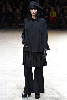 Yohji Yamamoto Fall 2013 Ready-to-Wear Collection Photos - Vogue